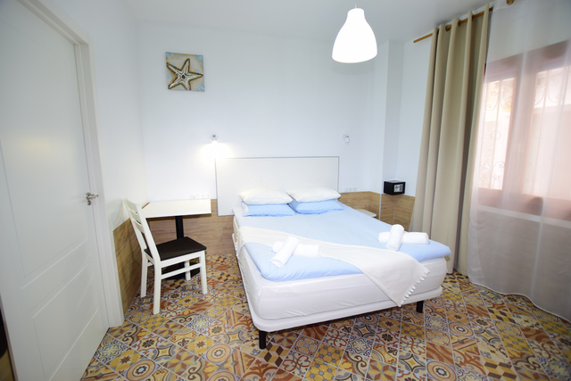 SE VENDE HOTEL 8 HABITACIONES - foto 4