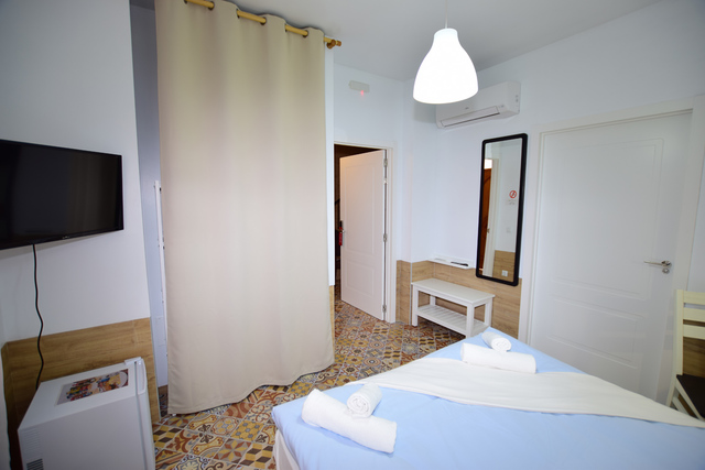 SE VENDE HOTEL 8 HABITACIONES - foto 5