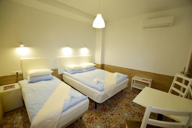 SE VENDE HOTEL 8 HABITACIONES - foto 7