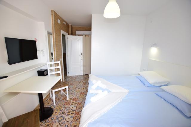 SE VENDE HOTEL 8 HABITACIONES - foto 9