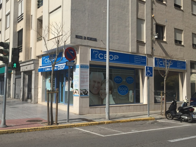 250EUROS IMPLANTE DENTAL EN CADIZ OFERTA - foto 1