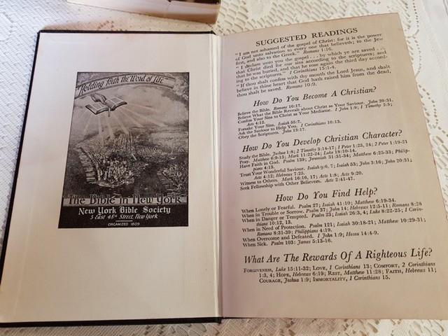 LOTE DE BIBLIA Y TAZA LUCIANO´S GIFTS