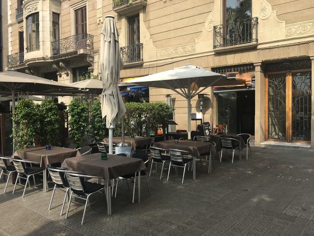 Bar Restaurante Con Terraza En Barcelona