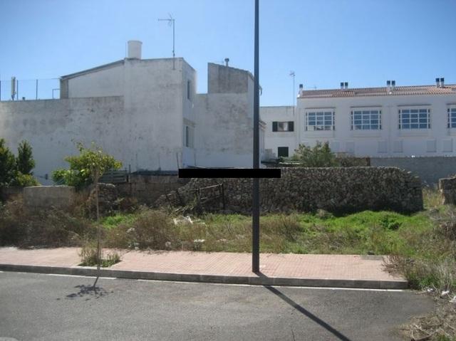 SOLAR A UNOS PASOS DEL PUERTO - foto 1