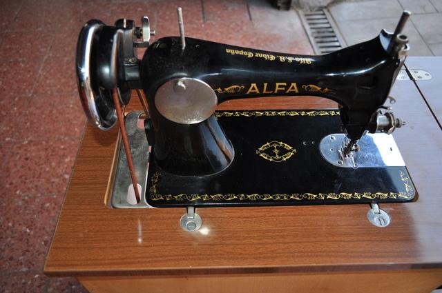 MIL ANUNCIOS.COM - Antigua maquina de coser alfa