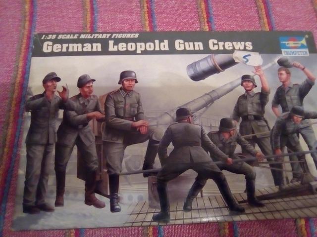 GERMAN LEOPOLD GUN CREWS 1/35 - foto 1