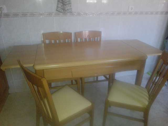 Mesas De Cocina Milanuncios.Mesa De Cocina Y Sillas