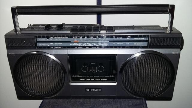 RADIO  GRABADOR CASSETTE HITACHI RETRO - foto 1