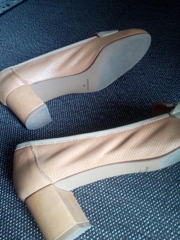 Sandalias de tacón de piel de segunda mano en Alicante en
