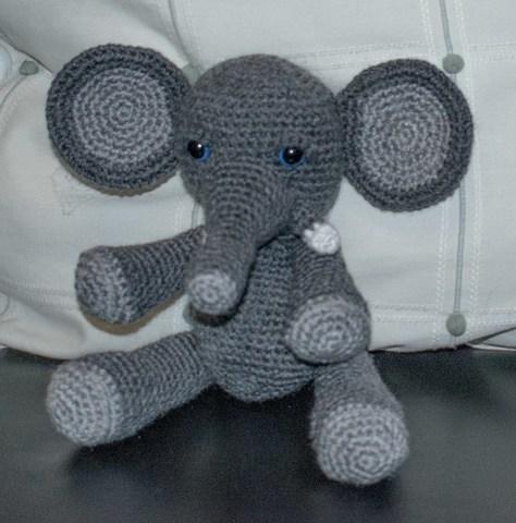 Elefante em crochê (Amigurumi) | Bichinhos de croche, Modelos de ... | 480x474
