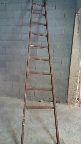Escalera De Hierro