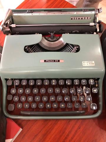 Máquina De Escribir Modelo Pluma 22