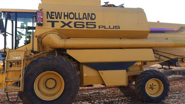 COSECHADORA NEW HOLLAND TX65 PLUS - foto 1