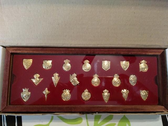 Colección De Insignias De Oro Escudos Fu