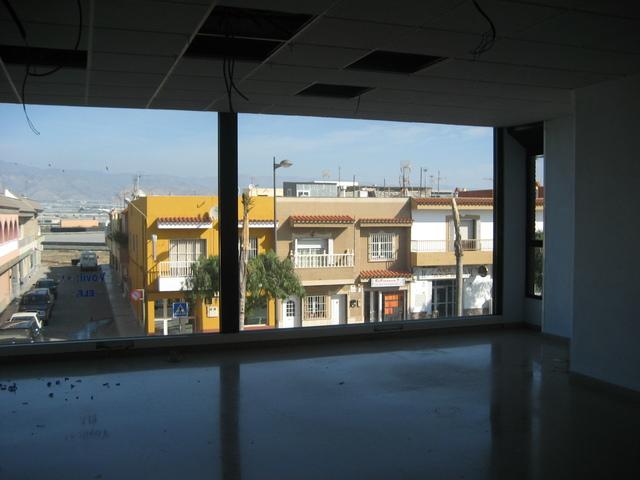 EDIFICIO ENTERO PARA USOS MULTIPLES - foto 8