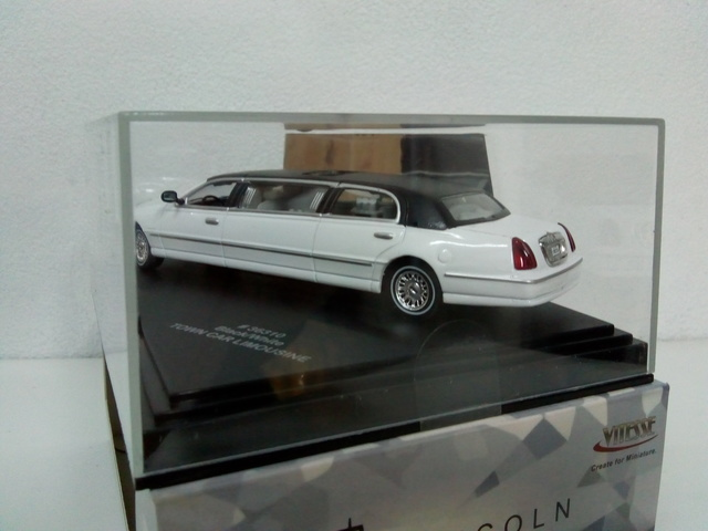 OPEL Diplomat V8 Limousine Coche Modelo 1//43RD escala Clásico 1964-1967 como nuevo ^ ** ^