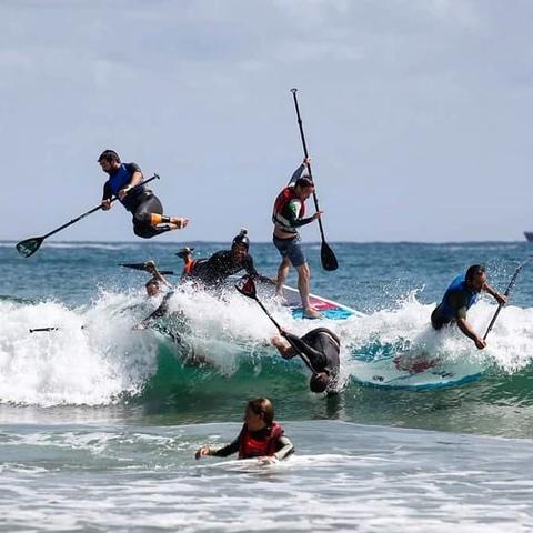 INICIACIÓN AL SURF PARA DESPEDIDAS - foto 2