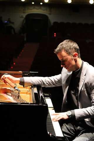 TÉCNICO AFINADOR DE PIANOS.  REPARACIÓN - foto 2