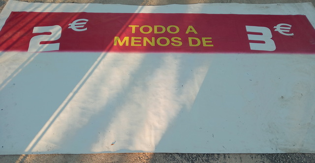 CARTEL EN PVC OFERTA TODO A 2 Y 3 EUROS - foto 1