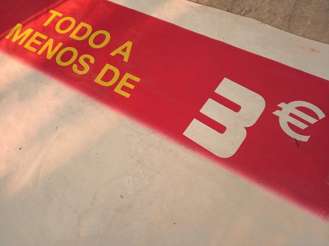 CARTEL EN PVC OFERTA TODO A 2 Y 3 EUROS - foto 2