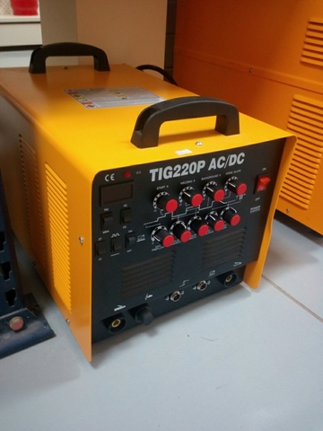 TIG 220 P,  AC/DC. MAQUINA SOLDAR.  - foto 2