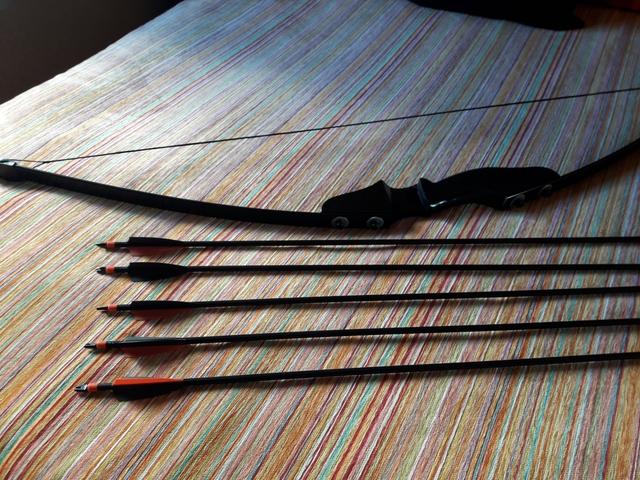 ARCO NEGRO 5 FLECHAS PUNTA ENROSCABLE - foto 2