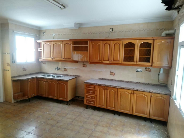 Mueble de cocina en cedro seleccionado. Puertas en cedro ...