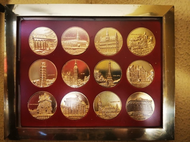 Colección 12 Medallas Cee Bañada En Oro