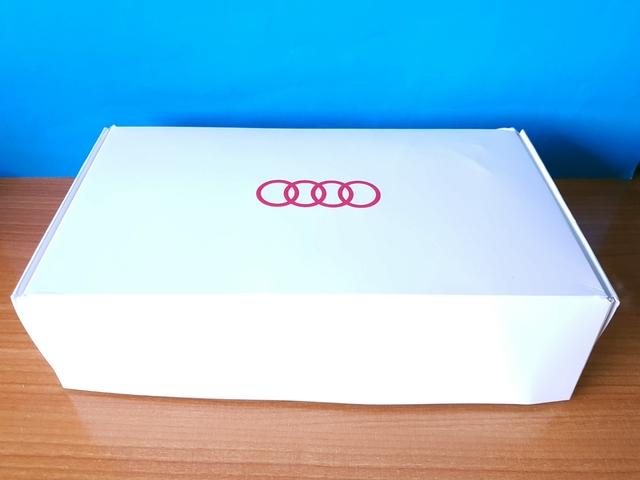 Caja Merchandising Audi