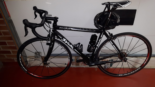Bicicleta Carbono Negra Y Blanca.