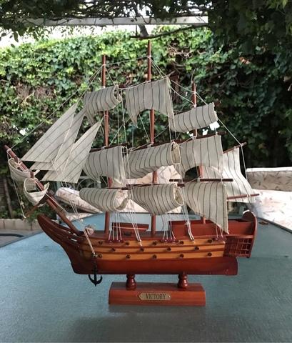 Barco A Escala De Madera