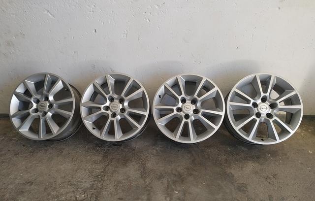 Llantas de acero de diseño de Opel 7 J x 17 modelos ET 42 Opel Astra J