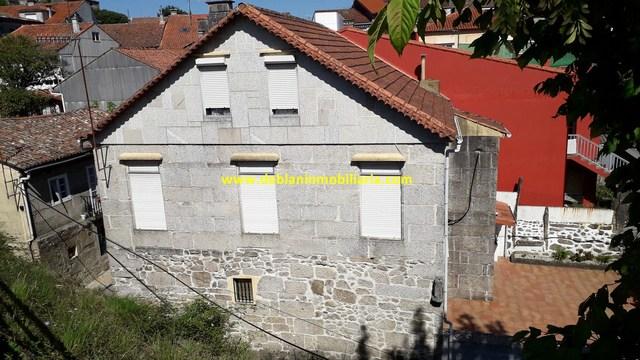 CASA DE PIEDRA DE 245M2,  CON TERRENO - foto 2