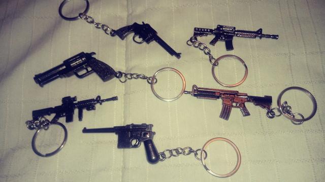 Lote Llaveros Armas