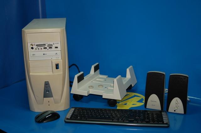 TORRE PC BASIC + ALTAVOCES + TECLADO + - foto 1