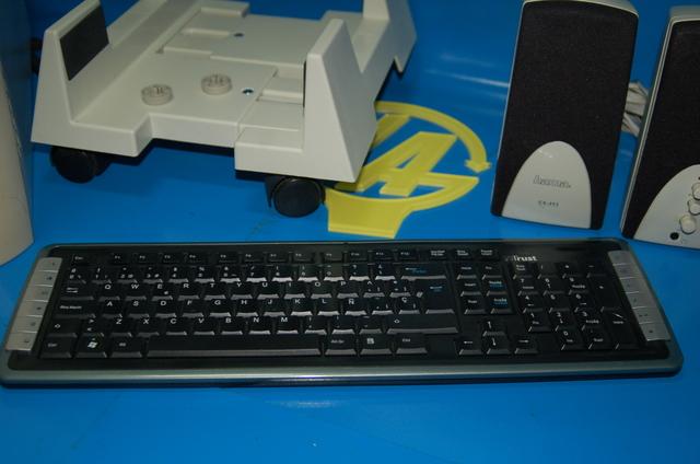 TORRE PC BASIC + ALTAVOCES + TECLADO + - foto 3