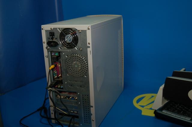 TORRE PC BASIC + ALTAVOCES + TECLADO + - foto 8