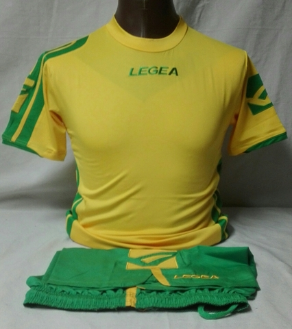 Camiseta Y Pantalón Corto De Fútbol