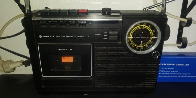 Usado, ANTIGUA RADIO SANYO segunda mano  Ubeda