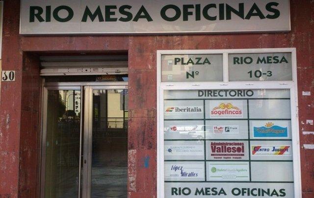 BONITA OFICINA EN EL CENTRO DE TORREMOLI - foto 2