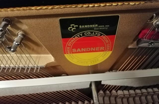 SE VENDE PIANO VERTICAL SANDNER - foto 6