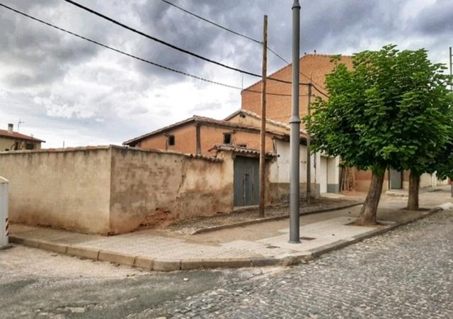 CASA CON JARDÍN - COSO - foto 1