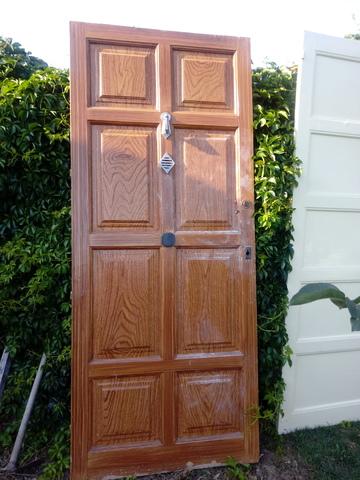Puertas Viejas De Interior Y Radiadores