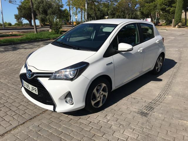 Toyota Auris Hybrid 2014 Eco Cuero Y Alicante frente Universal Fundas