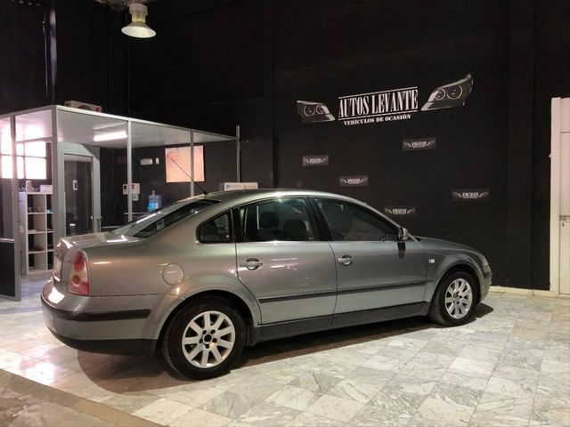 VW BORA 98-05 REJILLA PARILLA FRONTAL IZQUIERDA