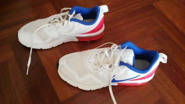 Bambas Nike Air Max 90 essential de segunda mano por 80 € en