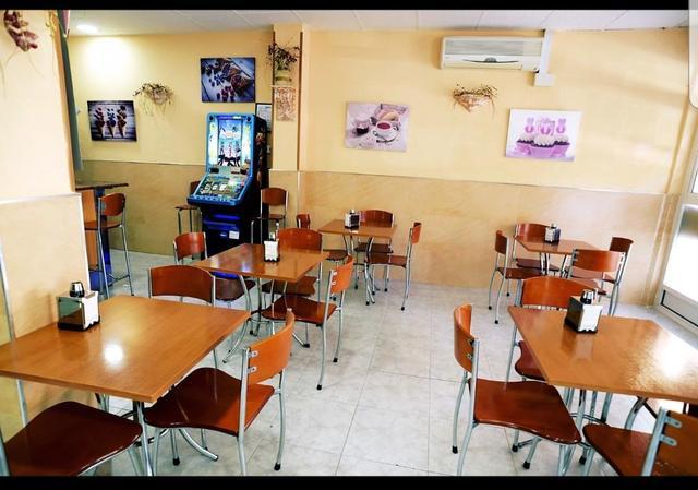 REF. 845 TRASPASADO! CAFETERIA PANADERIA - foto 3