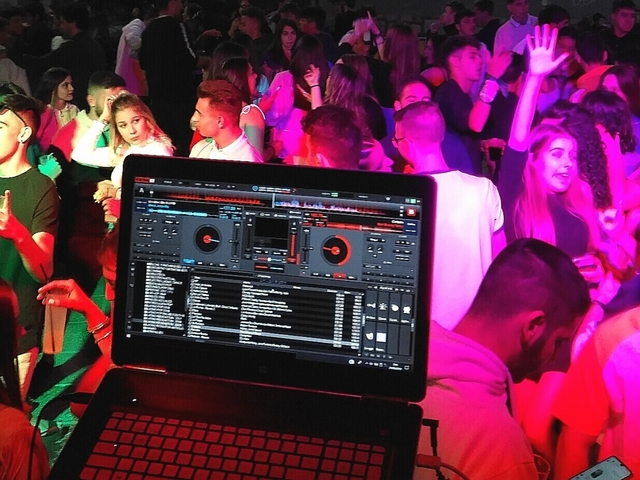 DJ,  DISCOMOVIL,  SONIDO,  ILUMINACION - foto 2