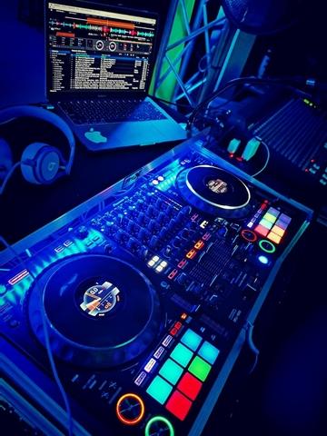 DJ,  DISCOMOVIL,  SONIDO,  ILUMINACION - foto 4