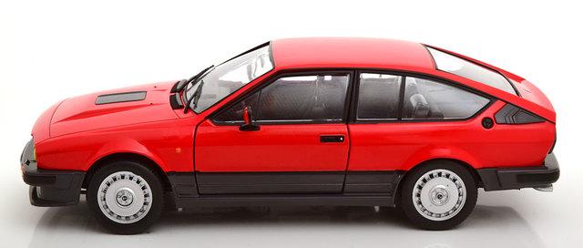 Alfa Romeo Gtv 6 1984 Negro Coche a Escala 1:18 Solido